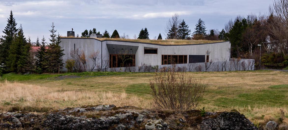 混淆新旧的材料,模糊建筑与自然,住进全新的住宅