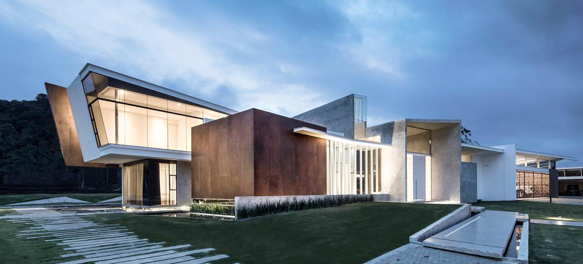 75°角凌厉向上,张力十足的PMX一号住宅 / QBO3 Arquitectos