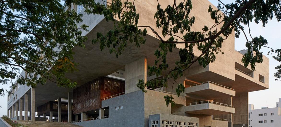巨大的架空平台带来的多元可能性——维查雅瓦达规划与建筑学院研究所