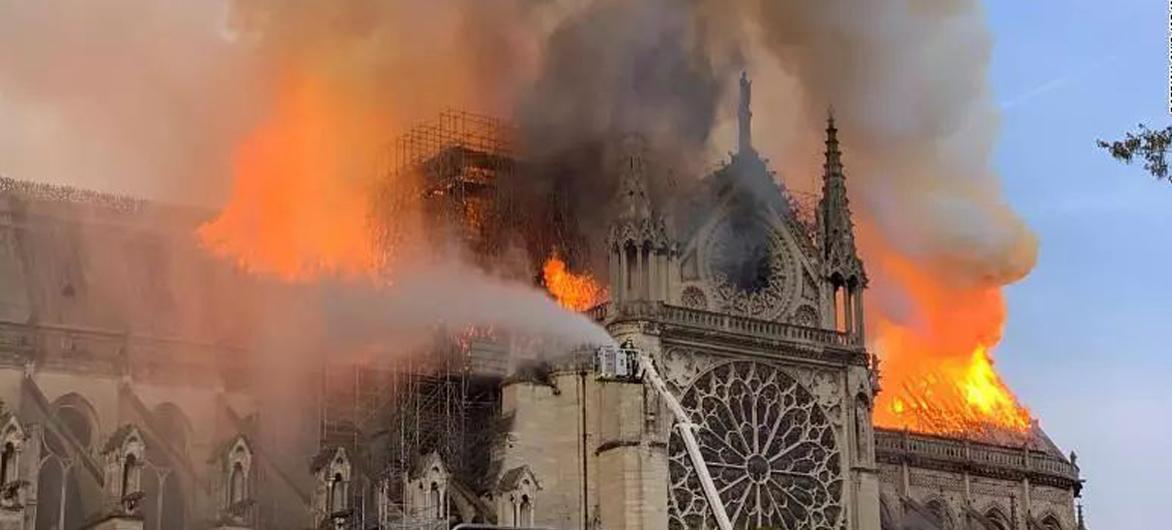 建筑师告诉你巴黎圣母院烧掉了什么