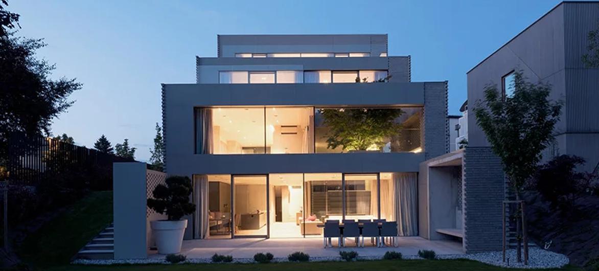 层叠递退与高垂外表演绎的空间二重性:阶梯住宅 / OFIS