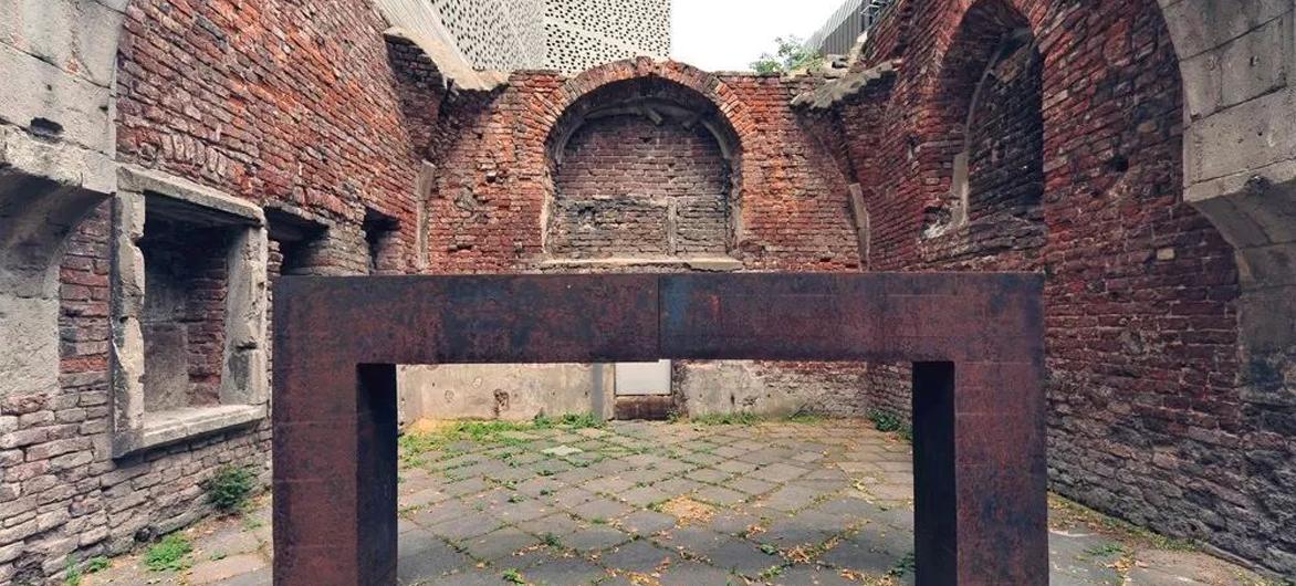 「时光守护者」卒姆托,在百年教堂的废墟上重建了一座博物馆