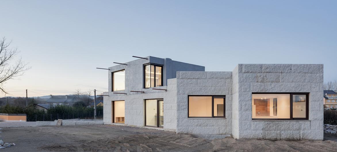 粗野之中,落日般的清新,VMS 住宅 / Marcos Miguelez