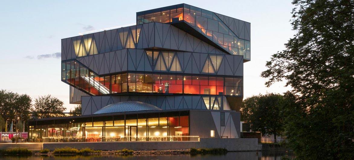 海尔布隆科技馆,螺旋围合的马蹄形空间