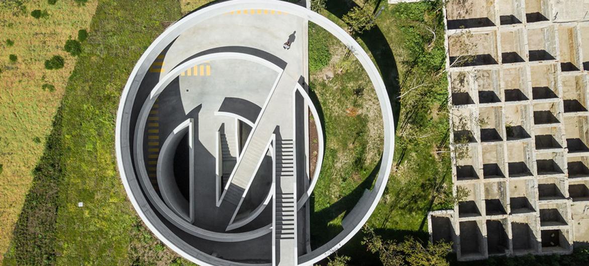 """旋转的地下""""陀螺"""":汽车公园""""Caldeiroa"""" / Pitagoras Group"""