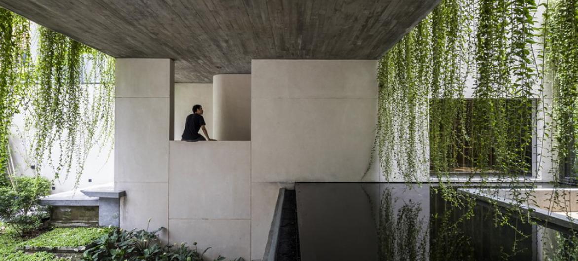 """越南Tan Dinh住宅,简居于""""桥上"""" / MIA Design Studio"""