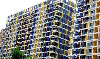 江苏昆山再现奇葩建筑 大楼披上眩目彩条