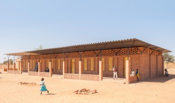 马里村庄的粘土砖学校