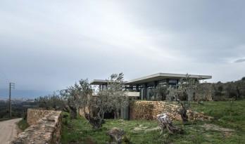 与地形融合的兹加尔塔住宅