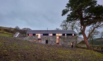 石墙包裹下温馨明净,磨坊度假小屋