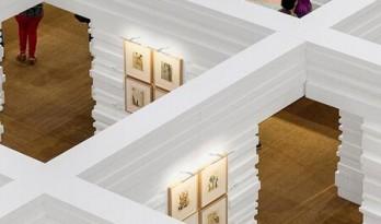 在喧嚣的商场中创造出一个超现实空间——达利临时博物馆