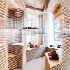 层叠木板营造虚实结合的鞋店