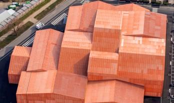 13个橙色房子拼成的展览中心