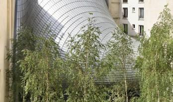 伦佐·皮亚诺在旧建筑间设计的巨大金属蠕虫