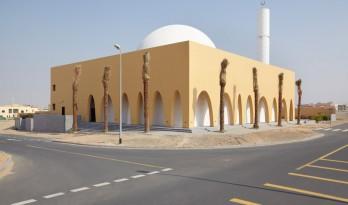 砂岩和白色大理石的碰撞 迪拜清真寺