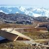 格陵兰冰川地貌中蜿蜒的游客中心
