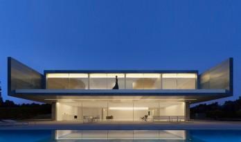 引入水色与天光的马德里住宅