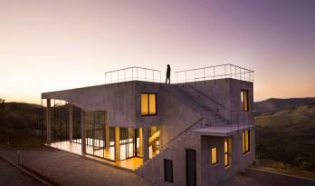 形式与功能互相昭显的混凝土住宅
