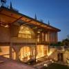 圆形洞口,锥形天窗,印尼的俏皮几何住宅