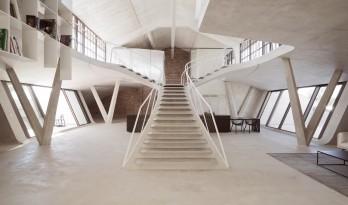 楼梯不再只是一个功能设施,而是富有灵魂的空间