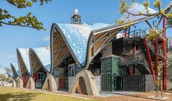波浪屋顶,似贝壳似海涛,尽展南岛文化