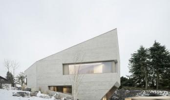 简单开窗,晶体造型,以雕塑的手法打造建筑