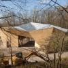 树干造棚,就地取材,融于自然