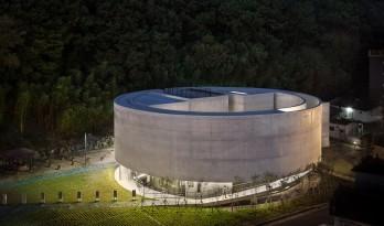 述说人生的圆形混凝土廊道——Son Yang Won牧师纪念馆