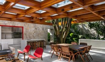 将热带雨林搬进房间,木构架下的共生