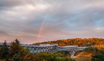 建筑化的桥梁—伊朗最大人行天桥Tabiat
