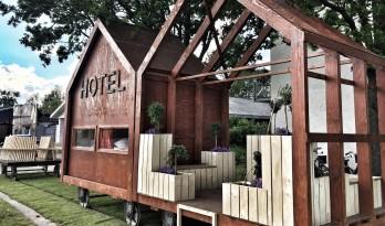 由火车车厢改造,这个HOTEL只有一个房间!
