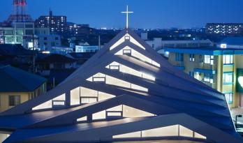 屋顶若连绵起伏的山脉——铃鹿市天主教堂
