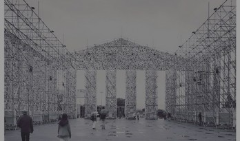 """用十万本禁书搭建而成的""""书之帕提农神庙""""在德国纳粹图书焚烧场现身"""