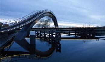 新城与老城的纽带——荷兰银河双子桥