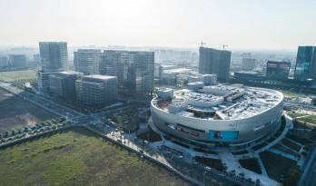 百米空中长廊、一万平方超级屋顶空间——上海怡丰城 / Aedas