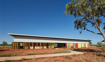 彩色钢板的光影,土著文化的传承