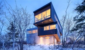 "Fyren住宅——山顶上高耸的一座""灯塔"""