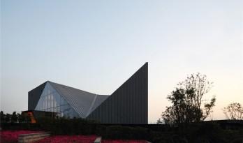 重庆绿地会所:森林公园里的水晶盒