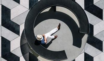 黑白灰的世界——Puertochico广场