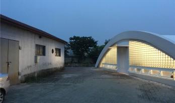 圆拱下的微光——上海虹桥飞机库改造 / 那宅工作室