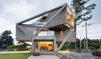 simple house——混凝土体块的的旋转堆叠与交织