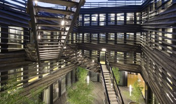La Licorne办公大楼:遮阳板形成的动态立面