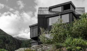阿尔卑斯山酒店的扩建项目——突出的窗口创造别样的视觉体验