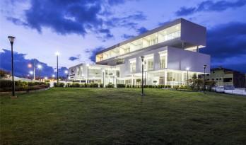 公共空间的缔造者——安巴托法院大楼
