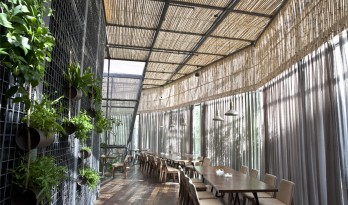 清风微拂,择木而栖——肴约餐厅  /  方式设计机构