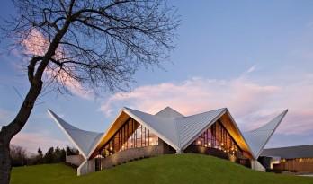 艾洛依休斯教堂——双曲线屋顶下的虔诚