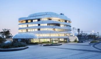 形如崂山巨石的亚洲最大被动式建筑——青岛西门子创新中心 / 路德维希·荣恩