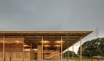 木与砖石打造的家庭式校园——Children Village