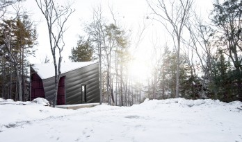 岩石上的小屋——探索独特场地的有限可能性