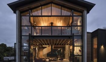超大玻璃幕墙+纯白螺旋楼梯,一个关于住宅空间的设想